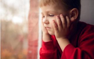 Frühkindliche Traumata blockieren Intelligenz-Entwicklung - Foto luxorphoto © fotolia