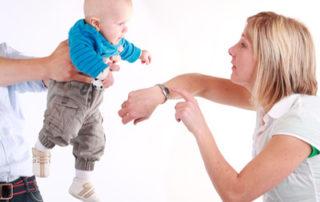 Das Baby ist da und Mama geht arbeiten - Foto simoneminth © fotolia