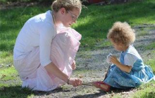 Baby`s lernen durch Benennen-Verstehen-Nachmachen - Foto Helene Souza © pixelio