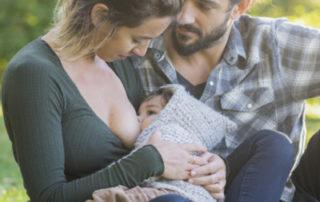 Winkt gestillten Babys Karriere - Foto LittleCityLifestylePhotography © iStock