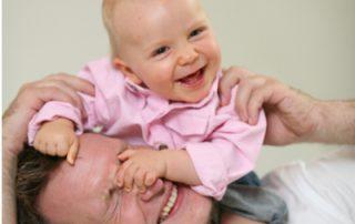 Spielend eine sichere Vater-Kind-Bindung aufbauen - Foto © Kerstin Pukall