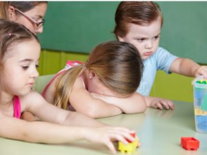 Krippenpolitik gestörte Kinder - Foto RobertKnetschke © Fotolia