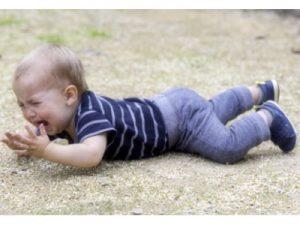 Krippenpolitik gestörte Kinder - Foto iStock © Juanmonino