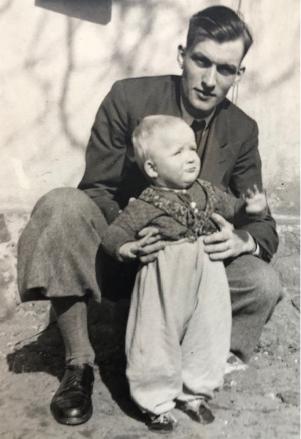 Familien leben - Foto Hannsjörg Bachmann mit Vater 1944 © privat